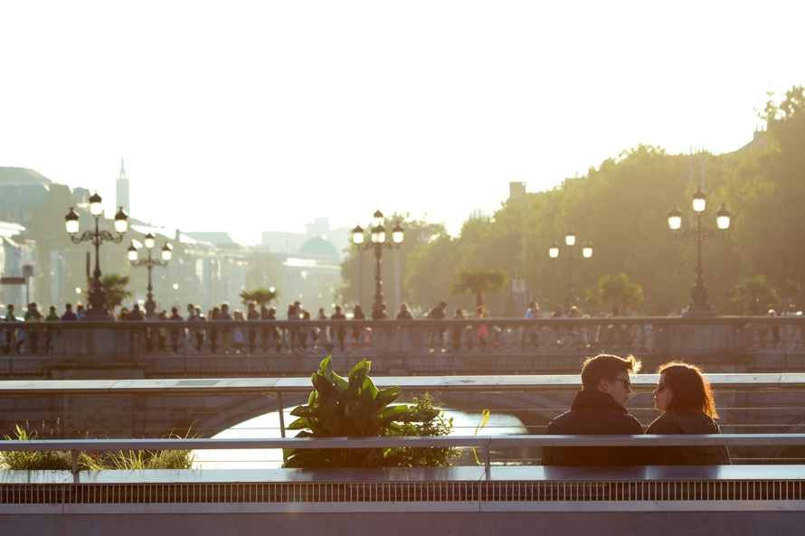 city-sunny-couple-love-large
