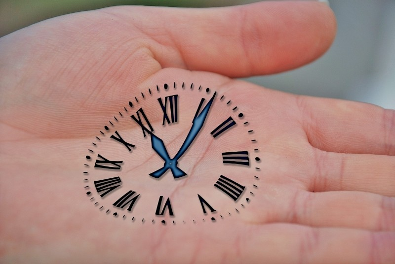 hand-hands-keep-time-clock-amount-of-time-time-of