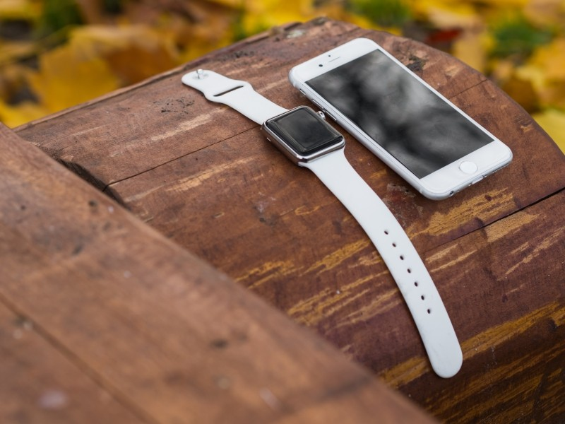 iphone-iwatch-smartphone-smartwatch-smart-watch