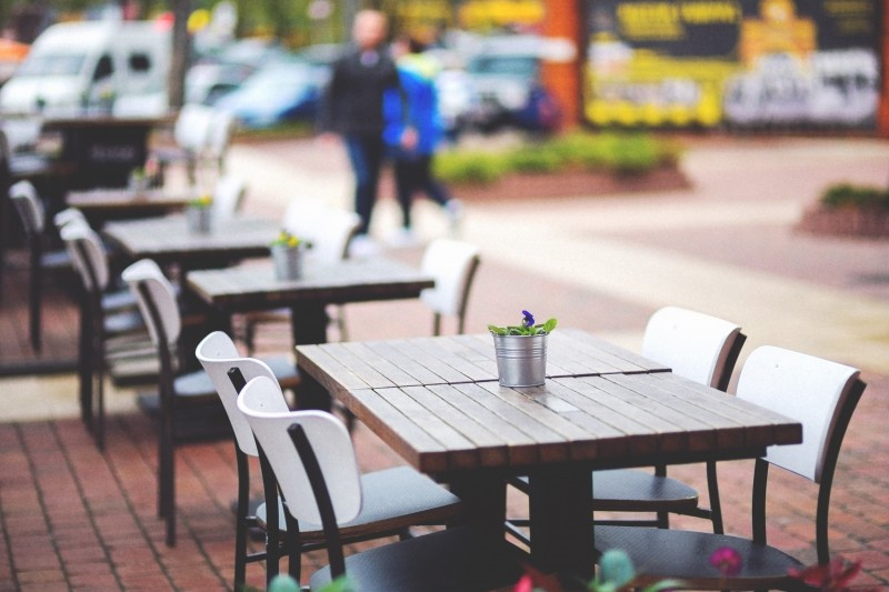 street-view-of-a-coffee-terrace-with-tables-and-chairs