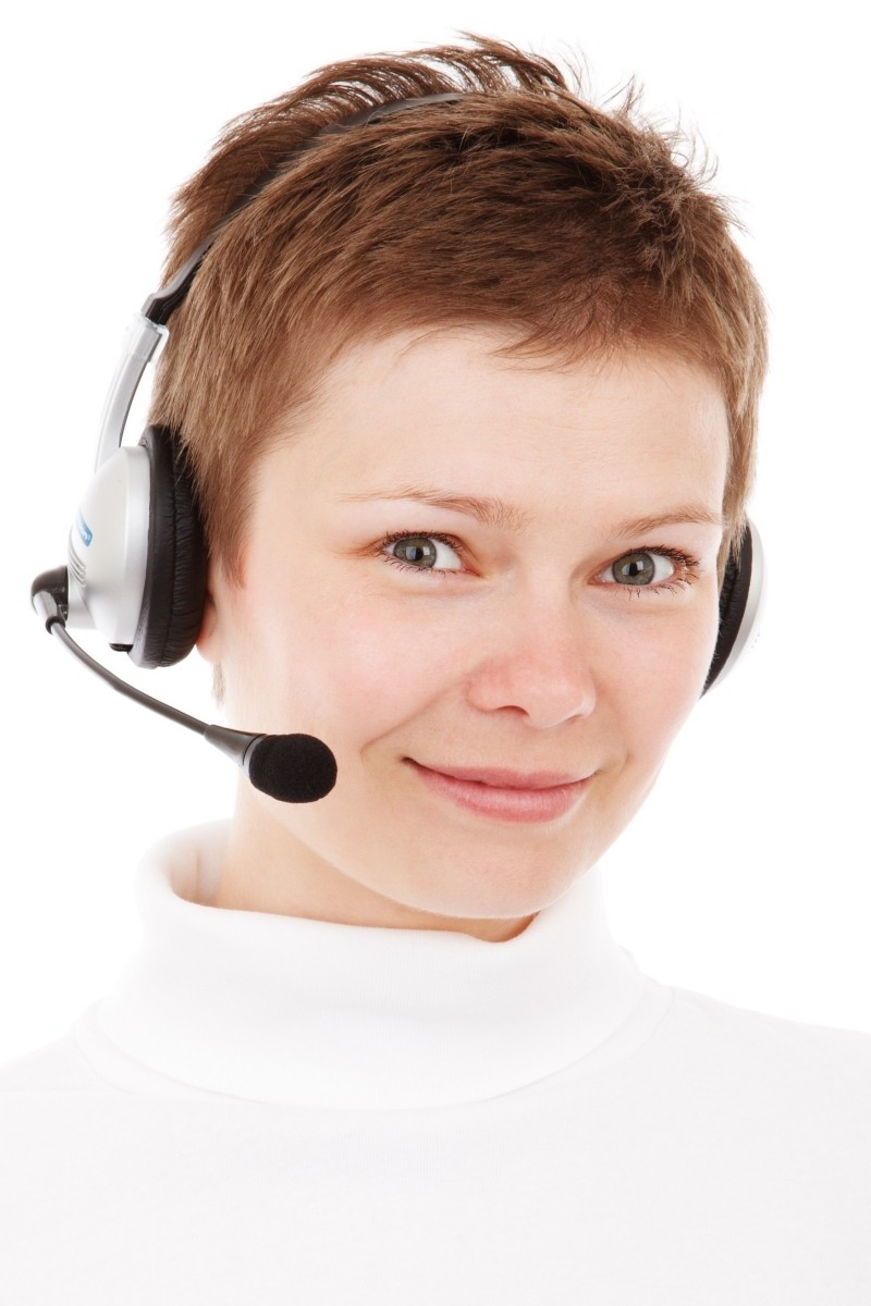 1-studio-shot-of-young-woman-with-headset-in-call-centre