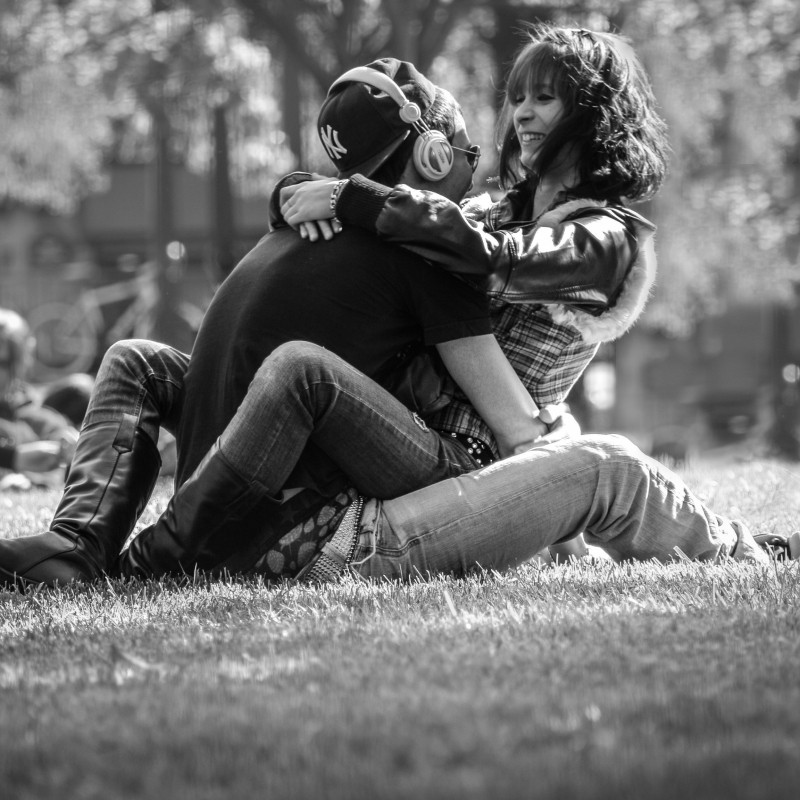 2-black-and-white-image-of-couple-embracing-in-park