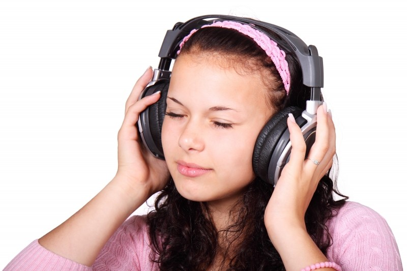 cute-female-girl-headphones-isolated-listen