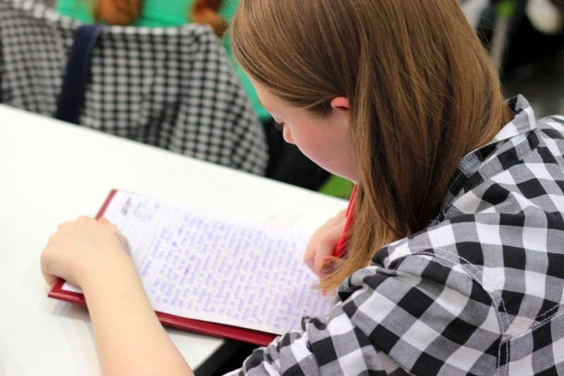 study-student-dictation-pen-the-text-of-the