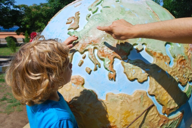 teaching-child-world-geography-children-learning