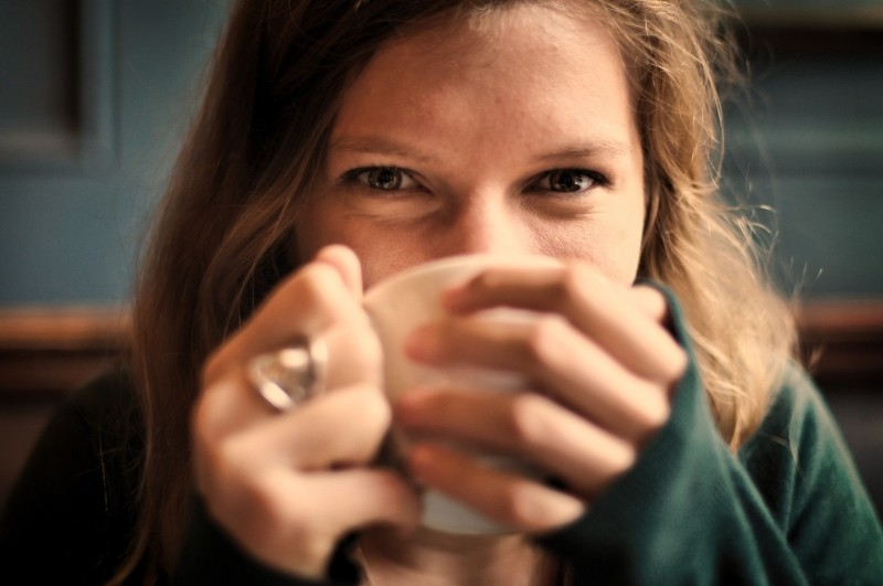 happy,1-portrait-of-smiling-woman-drinking-coffee
