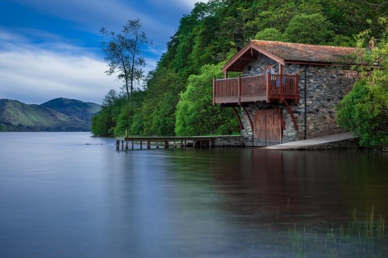 cottage-on-lakeside