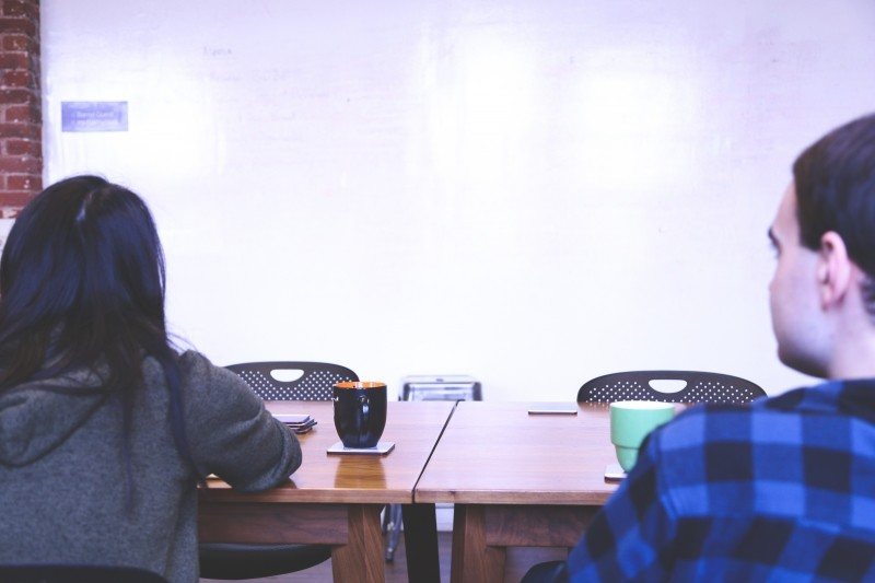 whiteboard-startup-presentation-people-meeting