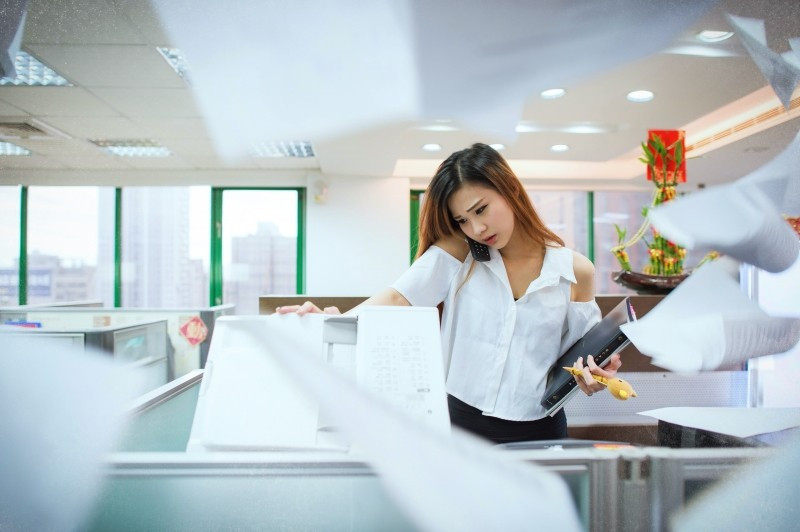 busy-office-ol-answer-the-phone-photocopy