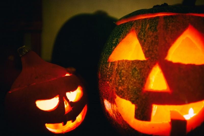 close-up-of-halloween-pumpkins-at-night