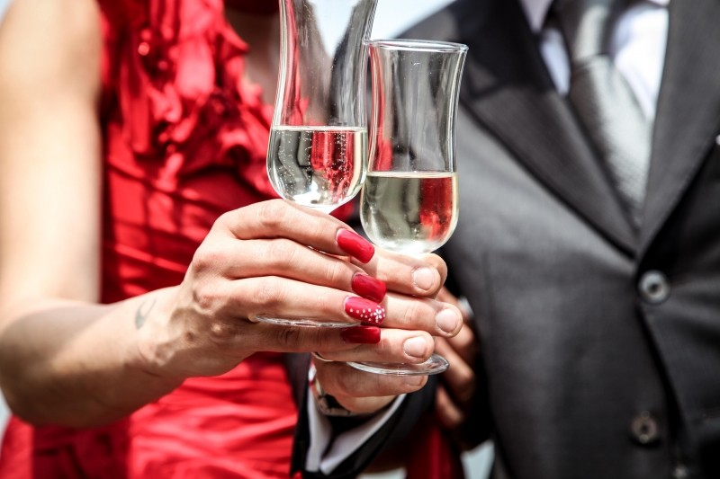 couple-toasting-with-champagne-outdoors