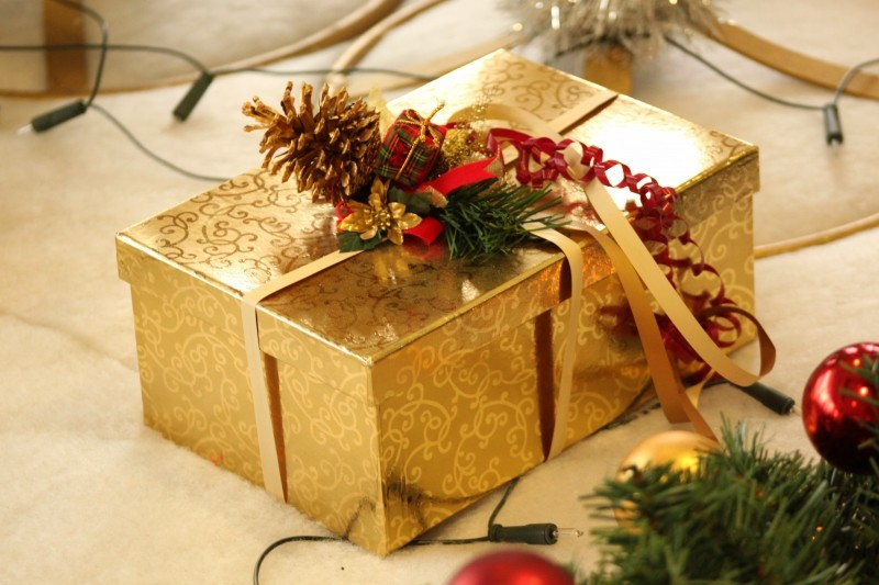 gift-christmas-packed-loop-decoration-packaging