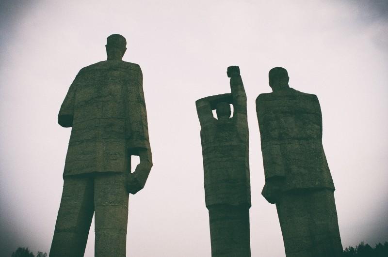 men, sculptures-at-memorial