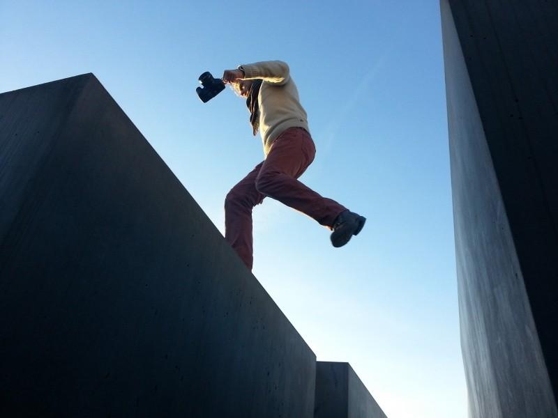 action-jumping-man