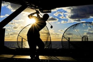 golfer-silhouette-club-sunset-ship-sea-practice